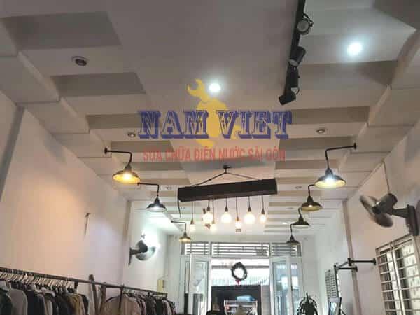 Điện Nước Nam Việt - lắp đèn cho shop