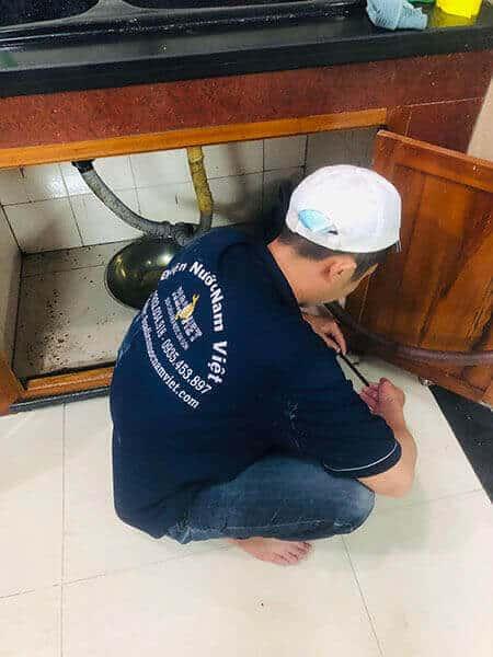 Sửa bồn rửa chén bị tắc nước