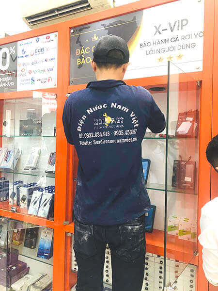 Thay bóng đèn led tại của hàng điện thoại quận Bình Thạnh