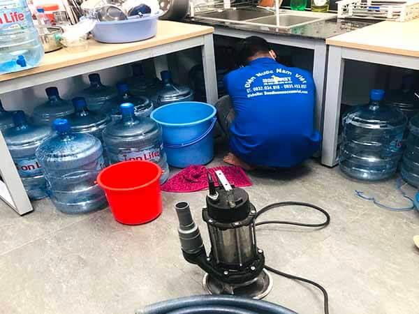 Thông tắc bồn rửa chén tại TPHCM