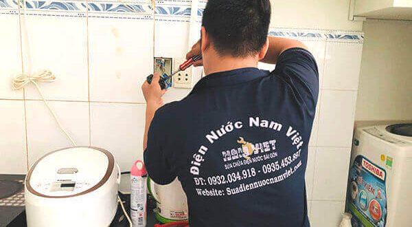 Thợ sửa điện chập tại nhà TPHCM - sửa ổ cắm điện