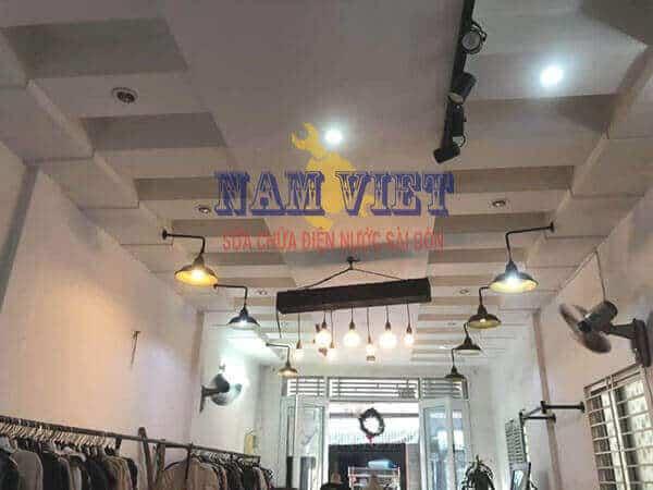 Lắp đèn led cho shop